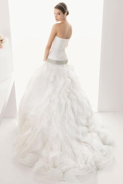 Robe de mariée bustier à taille plongeante en tulle Dijon France