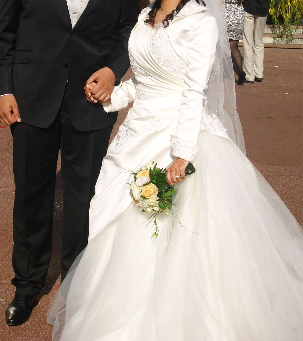 Mariage, Islam, Robe de mariée, Robe, Monarchie Photo libre de droits ...
