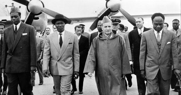 Feu le roi Mohammed V recevant des leaders africains à l'aéroport de Casablanca. /DR