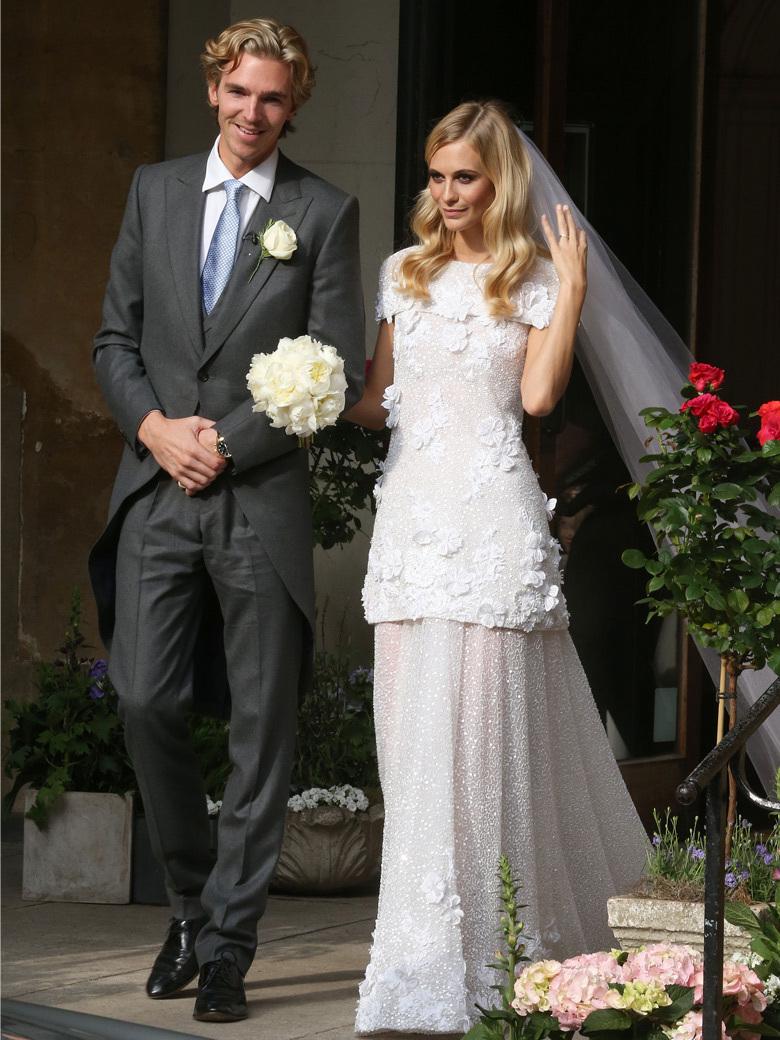 ... 16 mai dernier. Elle portait alors une robe de mariée signée Chanel
